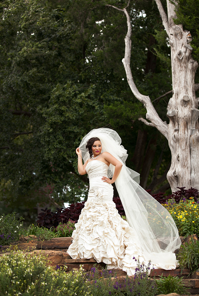 Bride holding her veil at Gilcrease Museum